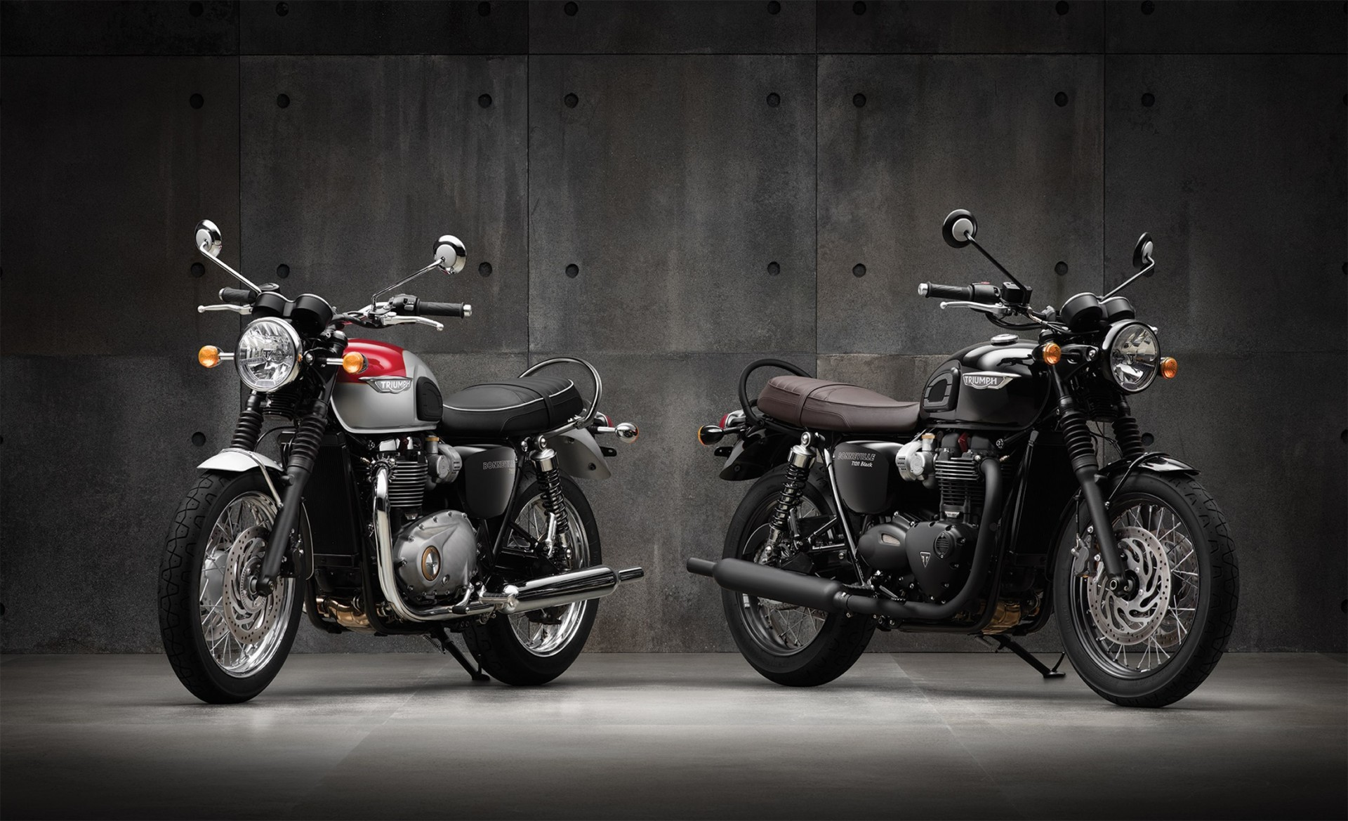 Bonneville_T120_and_T120Black_Together_CROPPED